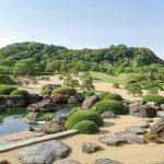 島根県にある「足立美術館」は横山大観を初め有名日本画や陶芸作品が所蔵されています。また日本庭園も素晴らしく四季折々の風情が味わえます。